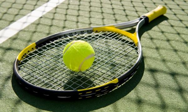 De quoi avez-vous besoin pour jouer au tennis ?